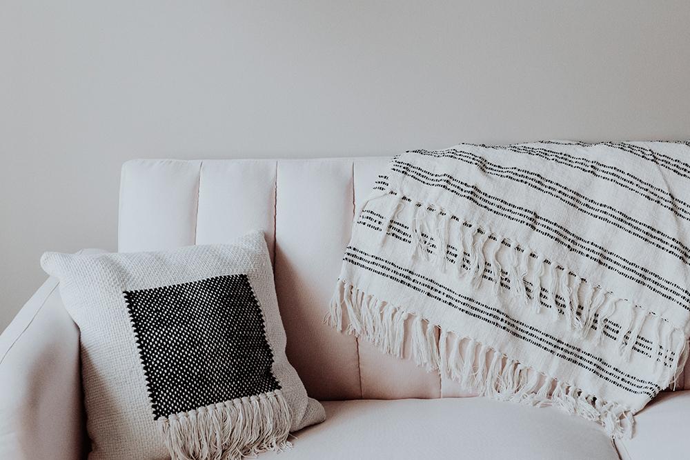 Как перетянуть диван - 29