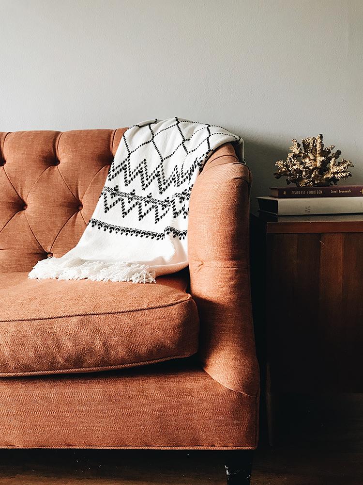 Как перетянуть диван - 34